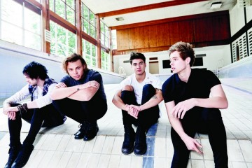 5 seconds of summer bercy accor hotels arena