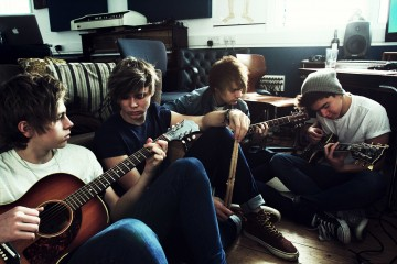 5SOS_Group_Guitar