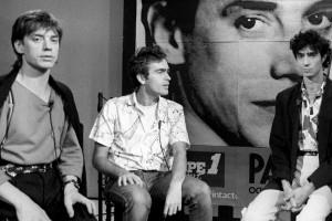 """Photo du groupe de rock français """"Téléphone"""" avec (G à D) Jean-Louis Aubert, Richard Kolinka, Louis Bertignac et Corinne Marienneau, prise le 8 octobre 1984 sur le plateau de TF1."""